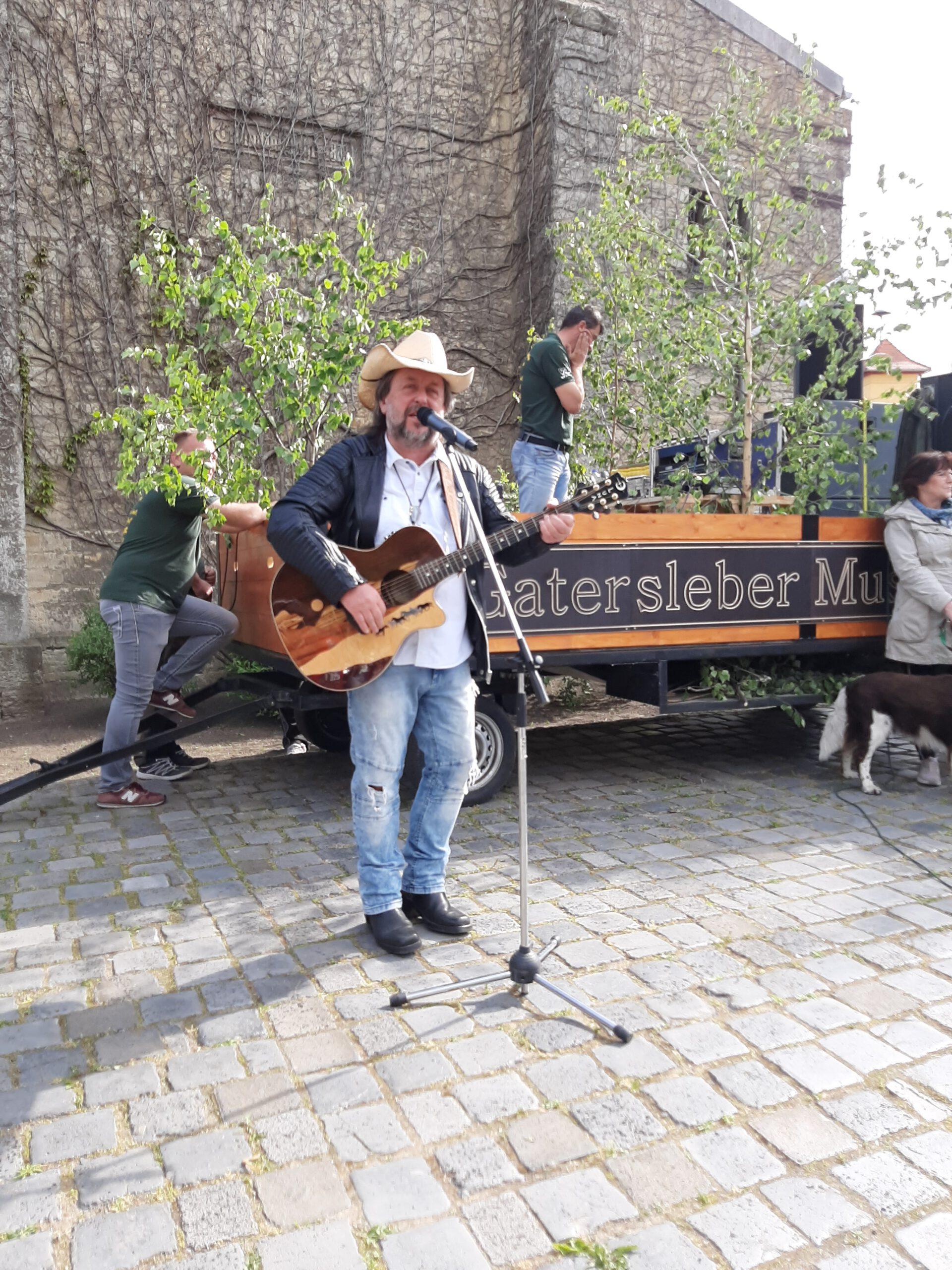 Treckerfreunde Musiktraktor Treckerfest Musiktraktor Gatersleben Country-Musik Cowboy Jens Dammann MZ
