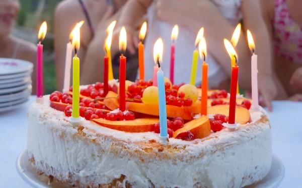 Der Ortsbürgermeister gratuliert Helga Tübke zu ihrem 80. Geburtstag (24.02.). Herzlichen Glückwunsch!