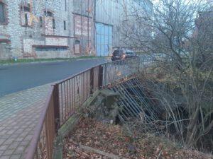 Mühlgrabenbrücke zum Bahnhof stark einsturzgefährdet – demnächst Vollsperrung?