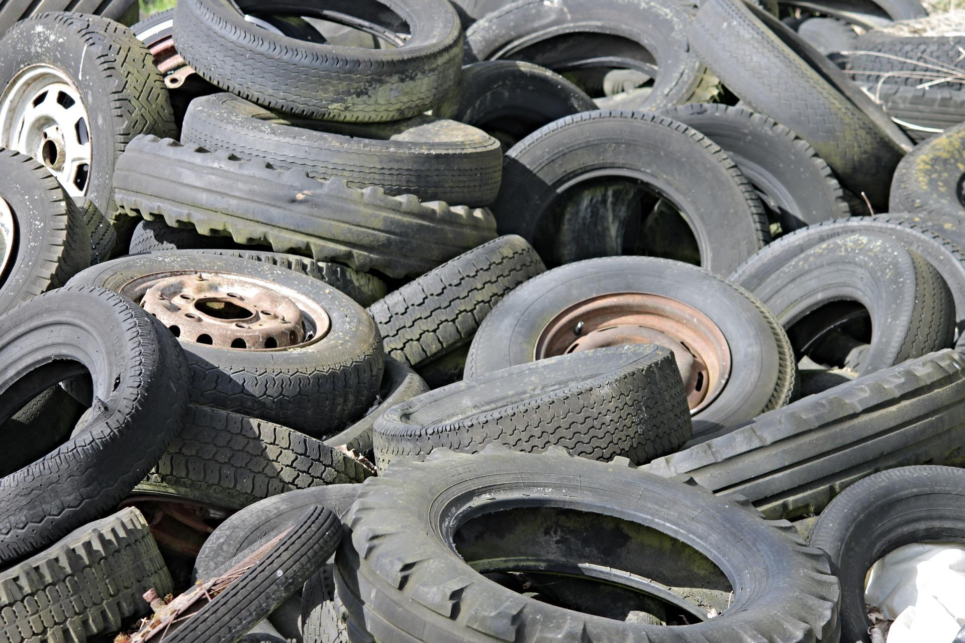 Illegales Altreifenlager im ehemaligen Trocknungswerk
