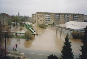 Immer wieder am Rand der Katastrophe – Seit mehr als einem Vierteljahrhundert noch immer kein richtiger Hochwasserschutz!