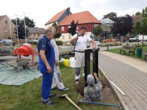 Read more about the article Vorbereitungsarbeiten für den Traditions- und Wappenbaum für das Seeland am Bürgerhaus