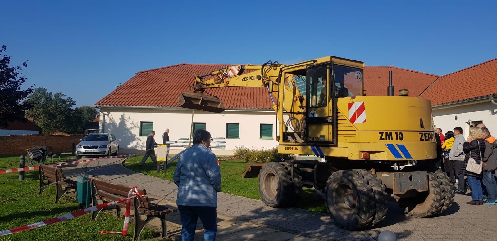 Read more about the article Der Seeländer Schmuck- und Wappenbaum steht nun in der Mitte unserer Gemeinde –> Fotogalerie